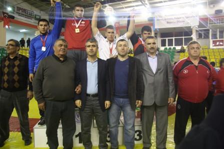 Tokat Hüseyin AKBAŞ spor salonunda  devam eden Yıldız Erkekler Serbest Stil Türkiye Şampiyonasının ikinci gününde 46 kg 58 kg 76 kg ve 100 kg şampiyonları belli oldu.