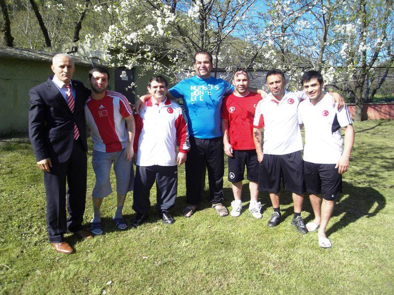 """Azerbaycan'ın Başkenti Bakü'de bugün başlayan """"Azerbaycan Federasyon Kupası""""nda Grekoromen Genç Milli Takımımız Yapılan müsabakalar sonunda 3 altın, 2 gümüş ve 3 bronz madalya kazandı."""