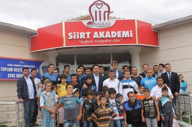 Türkiye Güreş Federasyonu Başkanı ve aynı zamanda 'Asrın Güreşçisi' unvanlı Hamza Yerlikaya Siirt'e geldi.