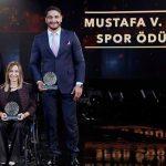 Taha Akgül Mustafa Koç ödülünü aldı